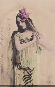 de Merode flowers in hair (w)